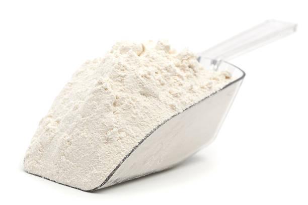 harina blanca en cuchara