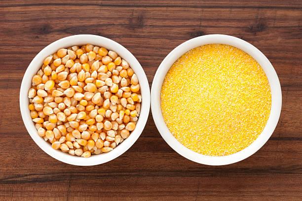 harina y granos de maiz