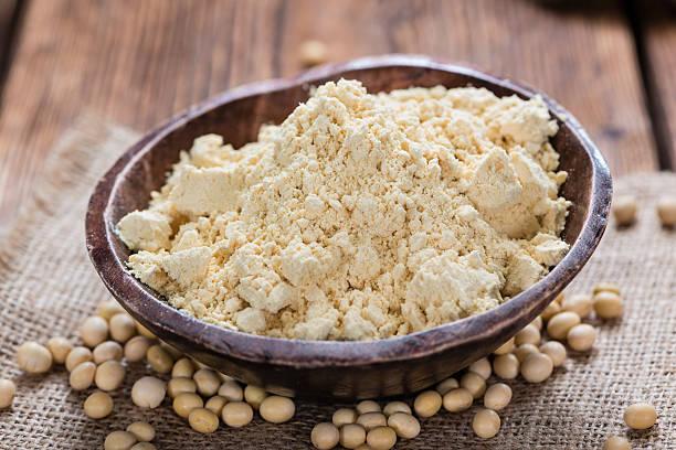 harina de soja en bol
