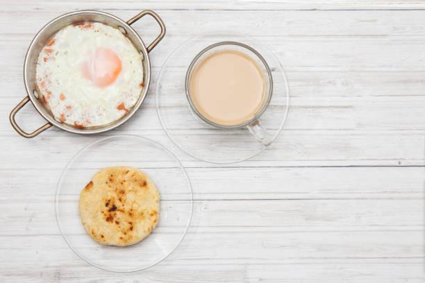arepa huevio y café